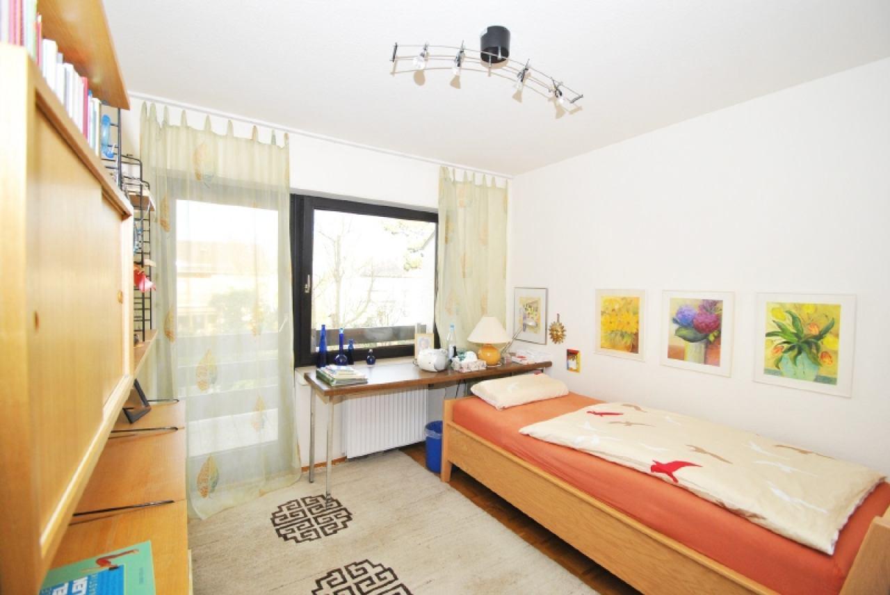 2281 - Kinderzimmer mit Balkon