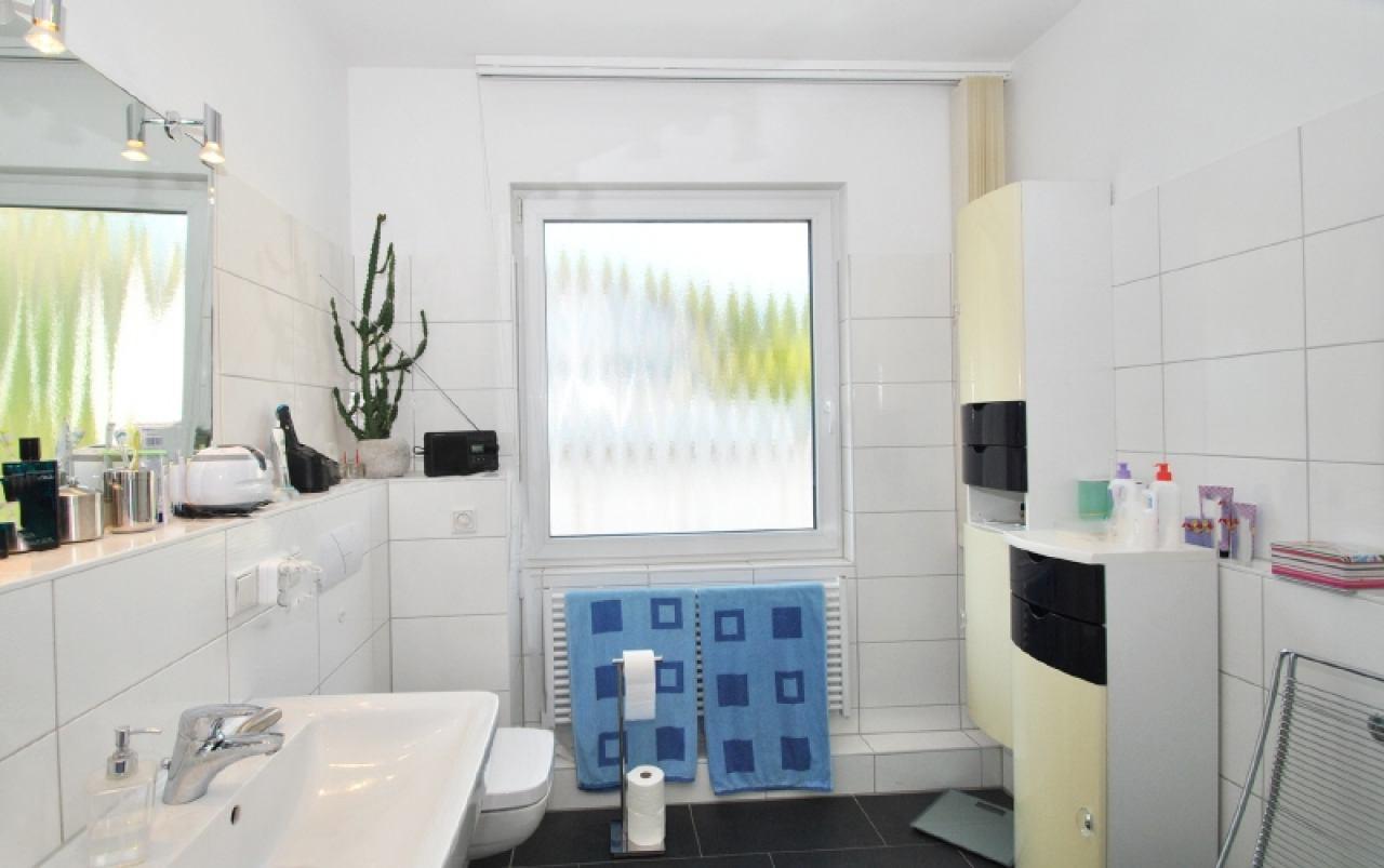 2315 - Bad mit Fenster