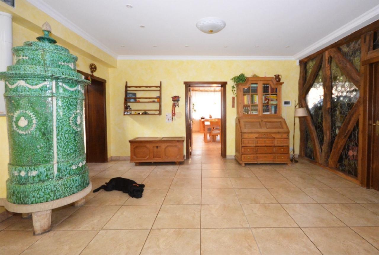 Eingangsbereich mit Blick zum Esszimmer