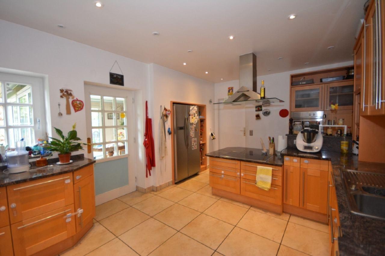 Küche mit Blick zum Wintergarten