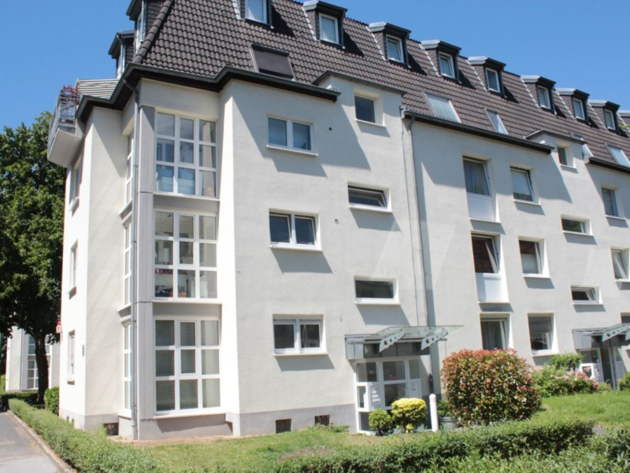 Wohnung Zur Miete In Köln   Junkersdorf   Hübsche 2 Zimmerwohnung Mit  Loggia. Guter Grundriss!   Baardse Immobilien GmbH
